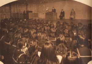 84.1949(昭和24年)大畠校舎 礼拝風景